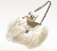 Ok! I have to have this. Chanel you're calling my name. This purse is so me. I love fur and I love this bag. Give me.
