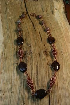 Κολιέ με χαντρες συρματος χαλκου και πετρες στις αποχρωσεις του καφε - – Handmade Greek Jewellery