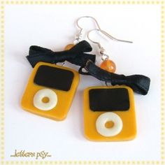 Original and funny earrings inspired by Mini iPod. Handmade in polimery clay without moulds. I love them! (In Italian with English translation )