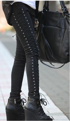 We like the concept of the corset pants but we would have paired them w a different shoe. #style #streetwear #fashion