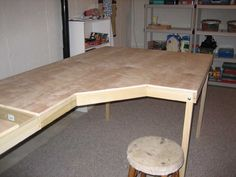 plywood table - Google Search Woodworking Pipe Clamps, Woodworking Table Plans, Woodworking Workshop, Woodworking Shop, Woodworking Projects, Plywood Table, Plywood Cabinets, Plywood Furniture, 18mm Plywood
