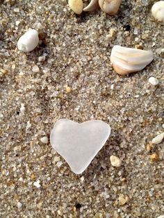Finding a treasure in the sand.a sea glass heart. I've been looking for years, not yet for me. I Love Heart, My Heart, Heart Art, Heart In Nature, Sea Glass Beach, Longboards, Sea Shells, Heart Shapes, Glass Art