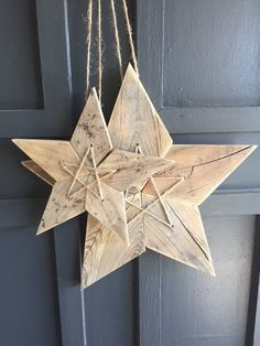 Groups of Two Reclaimed Weathered Wood 5 Point Stars - Mediu.- Groups of Two Reclaimed Weathered Wood 5 Point Stars – Medium and Large Sizes - Christmas Wood Crafts, Christmas Door Decorations, Christmas Projects, Wood Projects For Beginners, Diy Wood Projects, Woodworking Projects, Fine Woodworking, Grand Designs, Wood Signs For Home