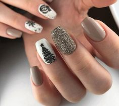 Image about nails in 𝔦𝔠𝔶 𝔫𝔞𝔦𝔩𝔰💅🏻 by 🌸🌸 on We Heart It Grey Christmas Nails, Christmas Gel Nails, Holiday Nails, Chrismas Nail Art, Stylish Nails, Trendy Nails, Winter Nail Designs, Best Nail Designs, Xmas Nail Designs