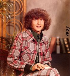 Wolf Boy in Plaid. I think he went to my school. School Portraits, Family Portraits, Photoshop Fails, School Pictures, School Pics, Awkward Family Photos, Dumb People, Bad Photos, Bad Picture