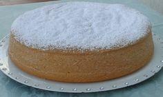 Torta margherita La torta margherita è una delle ricette più classiche, solitamente viene utilizzata come torta base per essere farcita, ma è buonissima anche per essere gustata da sola!