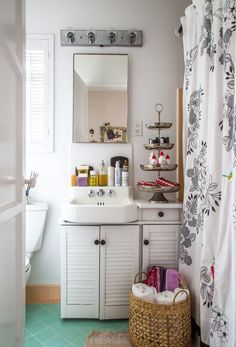 Cute vintage bathroom - love the minty aqua floor!