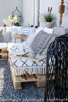 After 5 years it is finally here - the pallet lounge - lady-stil.de # After 5 years it is finally here - the pallet lounge - lady-stil. Pallet Lounge, Interior Decorating, Interior Design, Decorating Ideas, Decor Ideas, Interior Colors, Pallets Garden, Lounges, My New Room