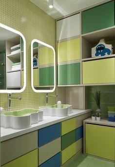 Arhitecții ruși de la Design3  au amenajat acest spațios apartament din Moscova cu gândul la familia cu trei copii ce îl va ocupa cur...