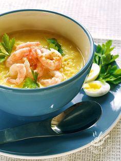La Vellutata di porri e gamberetti è un piatto ricco di sostanze nutrienti come vitamine, proteine e sali minerali. E poi è squisita e raffinata.