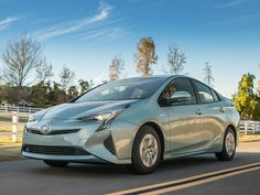 2017 Toyota Prius Road Test and Review by Carrie Kim