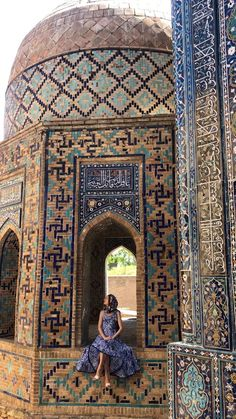 Uzbekistan itinerary and guide - The Ultimate Full Guide and Itinerary to traveling in Uzbekistan Architecture Wallpaper, Architecture Tattoo, Islamic Architecture, Futuristic Architecture, Art And Architecture, Architecture Details, Morrocan Architecture, Russian Architecture, Rome Buildings