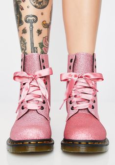 Martens 1460 Pascal Pink Glitter Stiefel - Fashion, Bags, and Nails - Make Up Dr. Martens, Doc Martens Style, Doc Martens Boots, Glitter Outfit, Glitter Fashion, Glitter Boots, Pink Glitter, Glitter Lips, Pink