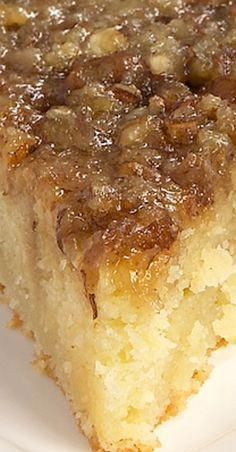 Pie Coffee Cake Pecan Pie Coffee Cake is a delicious cake with a layer of pecan pie filling right on top!Pecan Pie Coffee Cake is a delicious cake with a layer of pecan pie filling right on top! Just Desserts, Delicious Desserts, Dessert Recipes, Yummy Food, Pecan Desserts, Dump Cake Recipes, Keto Desserts, Easter Recipes, Plated Desserts