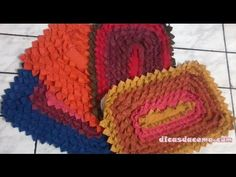 Patchwork rug making – My Easy Craft Videos Recycled Rugs, Easy Crafts, Diy And Crafts, Square Rugs, Types Of Rugs, Carpet Trends, Weaving Techniques, Rug Making, Colorful Rugs