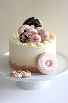 Vanilla Cake with Donut Cookies