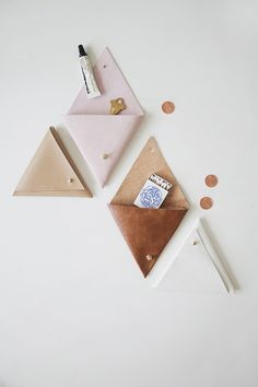 DIY triangle leather pouch, easy project & I'd go for faux