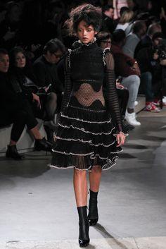 Alexander McQueen Fall 2015 Ready-to-Wear Collection Photos - Vogue