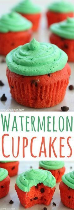 Watermelon Cupcakes- a quick, easy and fun summer dessert for your summer bbq's.Watermelon Cupcakes- a quick, easy and fun summer dessert for your summer bbq's. Brownie Desserts, Köstliche Desserts, Delicious Desserts, Dessert Recipes, Yummy Food, Health Desserts, Light Desserts, Coctails Recipes, Dishes Recipes