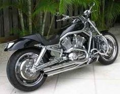 Harley - Davidson Motorcycle - Muscle Bike - Lots of Chrome
