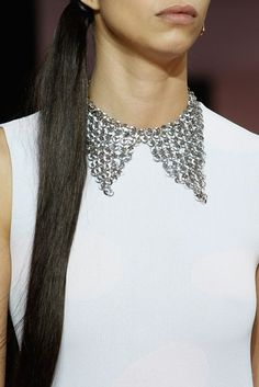 f481c92ae96 Statement jewelry  Εντυπωσιακά κοσμήματα από τις πασαρέλες