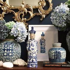 Blue and White Jar Decor Blue And White China, Blue China, Love Blue, Art Chinois, Chinoiserie Chic, Chinoiserie Wallpaper, White Rooms, White Vases, Ginger Jars