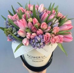 24 Ideas For Flowers Arrangements Spring Bloemen Arrangements Ikebana, Spring Flower Arrangements, Beautiful Flower Arrangements, Floral Arrangements, Tulips Flowers, Pretty Flowers, Spring Flowers, Spring Bouquet, Happy Birthday Flower