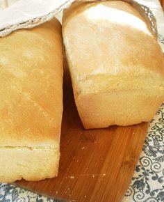 BUNA - Paine de casa My Recipes, Cooking Recipes, Bread Recipes, Cooking Bread, Good Food, Yummy Food, Eating Fast, Romanian Food, Just Bake