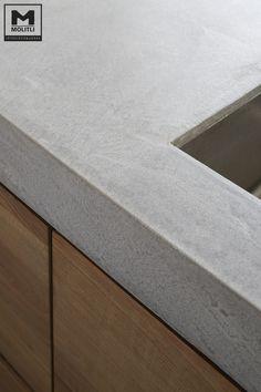 Door ons op maat gemaakte keuken; hout en betonstuc! www.molitli-interieurmakers.nl