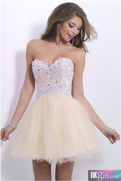 Lovely Sweetheart Neckline Tulle and Beading. I would so wear this to my Reception after the Wedding!