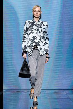 Giorgio Armani, G Armani, Armani Prive, Casual Chic Style, Look Chic, Fashion News, Fashion Show, Armani Models, Gilet Costume