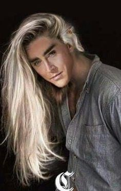 Nothing majestic here. A pop star - yes...but certainly no Thranduil!