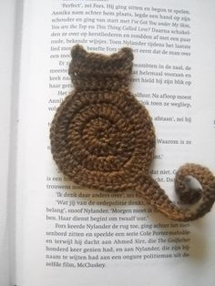 Cat bookmark by Justyna Kacprzak - This pattern is available for free. Easy and quick bookmark not only for cat lovers!  15 October 2011 - Now available also in Italian!  For more information, see: http://www.cuteandkaboodle.com/patterns/cat-bookmark/