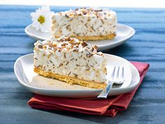 "Eissplitter-Torte This typical Rhenish, semi-frozen cream cake with meringue and chocolate is also known as a ""grill cake""! Butter Tart Squares, Canadian Butter Tarts, Ice Chips, Torte Recipe, Ice Cake, Baker Recipes, Banana Cream, Baking Supplies, Cream Pie"