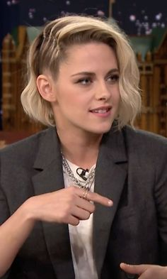While promoting her new sci-fi film Equals this week, Kristen Stewart stopped by The Tonight Show Starring Jimmy Fallon on Monday night. Hair Inspo, Hair Inspiration, Kirsten Stewart, Fancy Hairstyles, Dream Hair, Crazy Hair, Blake Lively, Hair Trends, New Hair