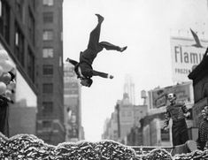 Gary Winogrand  Taking a shot just at the right moment.