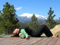 A great foam roller stretch for the upper back and shoulders. Really opens up the front of the pecs.