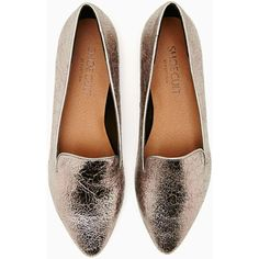 Shoe Cult Motive Loafer (115 BRL) ❤ liked on Polyvore featuring shoes, loafers, flats, metallic, silver metallic flats, metallic loafers, patterned shoes, metallic flat shoes and loafer shoes