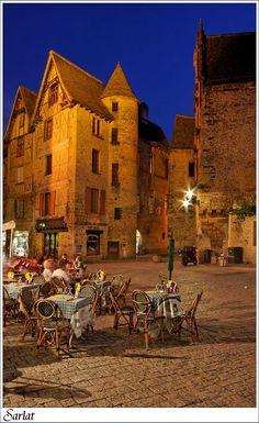 Sarlat la caneda......truffles, foie gras, Bordeaux wine........ I could happily move back here tomorrow.