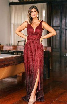 vestido longo marsala com brilho no tecido do vestido