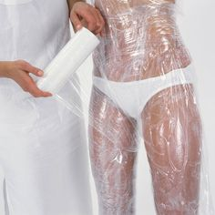 Hollywood body wraps to lose inches are all the craze. But did you know you can make a body wrap at home for a fraction of the cost? Hollywood body wraps to lose inches are all the craze. But did you know you can make a body wrap at home… Health And Beauty Tips, Health And Wellness, Health Tips, Health Fitness, Beauty Secrets, Diy Beauty, Beauty Hacks, Fashion Beauty, Homemade Beauty
