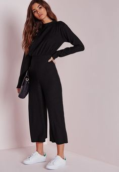 We are obsessing over this chic black ribbed jumpsuit right now here at Missguid. - We are obsessing over this chic black ribbed jumpsuit right now here at Missguided, and who can blame us? This black beauty is the perfect addition to your wardrobe and Jumpsuit With Sleeves, Black Jumpsuit, Black Pants, Casual Outfits, Cute Outfits, Fashion Outfits, Black Culottes Outfit Casual, Fasion, Casual Wear