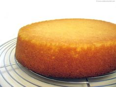 Génoise sponge is an essential base for many pastry applications. Try Chef Philippe's easy recipe with illustrated, step-by-step instructions. Sponge Recipe, Sponge Cake Recipes, Genoise Sponge Cake Recipe, Almond Recipes, Baking Recipes, Dessert Recipes, Chef Recipes, Puddings, Gastronomia