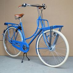 Craighton PickUp omafiets in a custom blue color.