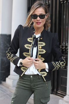 La Condesa jacket contacto - Lady Addict Military Jacket Women, Military Fashion, Military Style, Girls Uniforms, Work Looks, Fashion Outfits, Womens Fashion, Blazer Jacket, Mantel