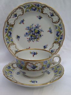 Vintage Schumann Arzberg Bavaria Germany Tea Cup and Saucer and desert plate… Cup And Saucer Set, Tea Cup Saucer, Teapots And Cups, Teacups, Cuppa Tea, China Tea Cups, My Cup Of Tea, Tea Service, Vintage Tea