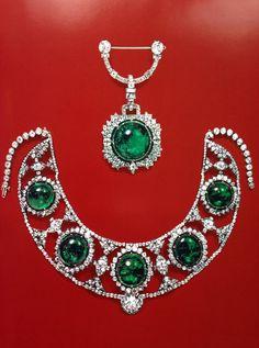 Princess Bibesco's emeralds and diamonds. This is from Christies auction catalogue 1970. @ReinaIndy