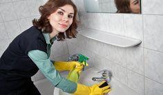 Dobré rady pre domácnosť: Kúpeľňu dáte do poriadku aj bez toho, aby ste… Clean Porcelain Sink, Spring Cleaning List, Sparkling Clean, Clean Freak, Bathroom Cleaning, Natural Cleaning Products, Cleaning Service, Cleaning Hacks, Cleaning Schedules