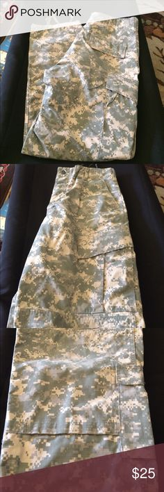 Team Soldier  Certified Gear Army Combat Trouser Excellent condition. These are Team Soldier Certified Gear pants. U S Army Combat Uniform. Tie Waist Tie Ankles 2 Pockets on side of each leg. 2 pockets in back 2 pockets in front                           Medium Regular.                                         Inseam: 29.5 TO 32.5 IN.                                                           Waist: 31 TO 35 IN.                                              NSN NO: 8451-01-592-4826…