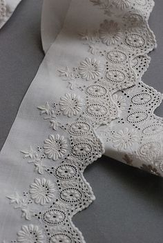 Hardanger Embroidery, Embroidery Stitches, Embroidery Patterns, Machine Embroidery, Types Of Embroidery, White Embroidery, Lace Ribbon, Lace Fabric, Antique Lace